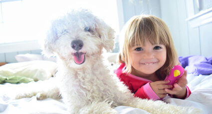 Copiii si animalele de companie pot fi cei mai buni prieteni